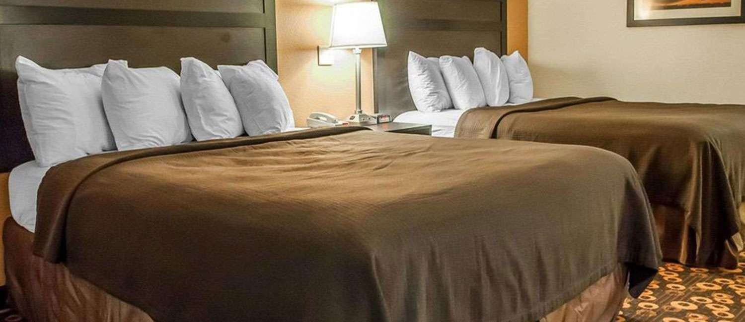 RELAX IN A SPACIOUS GUEST ROOM OR SUITE  AT OUR AFFORDABLE SANTA FE HOTEL