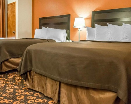 Welcome To Econo Lodge Inn & Suites New Mexico - 2 Queen Beds
