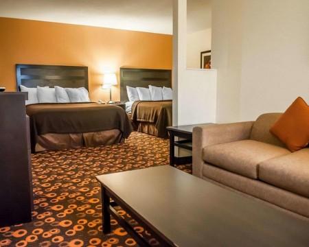 Econo Lodge Inn & Suites Santa Fe: 2 Queen Beds Suite