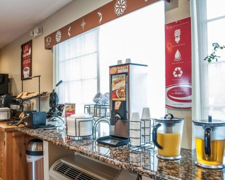 Welcome To Econo Lodge Inn & Suites New Mexico - Breakfast Area