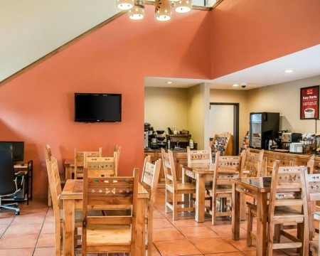 Welcome To Econo Lodge Inn & Suites New Mexico - Breakfast Seating