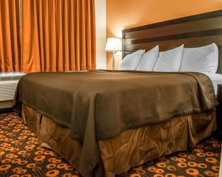 Welcome To Econo Lodge Inn & Suites New Mexico - King Room