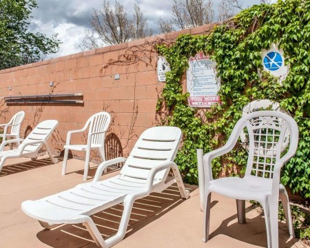 Welcome To Econo Lodge Inn & Suites New Mexico - Poolside Seating